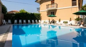 Vista esterna piscina Hotel Bruna